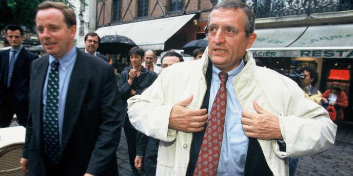 Francois Léotard et Renaud Donnedieu de Vabres (à gauche) lors de la campagne des élections législatives à Tours, en 1997.