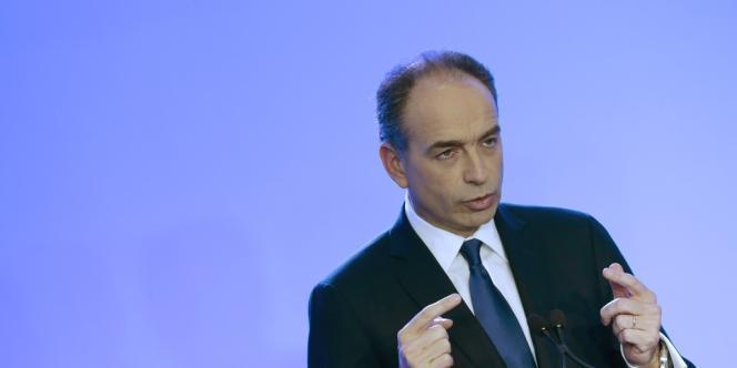 Les adhérents de l'UMP ont voté pour le maintien de Jean-François Copé à la tête du parti jusqu'en novembre 2015.