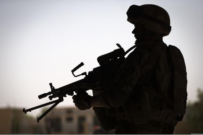 Soldat français positionné à Gao (Mali), près du fleuve Niger, le 4 avril 2013.