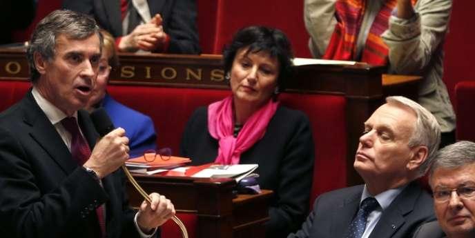 Jérôme Cahuzac à l'Assemblée, le 5 décembre. Alors ministre, il faisait face au feu des questions au lendemain des révélations de Mediapart sur son compte à l'étranger.