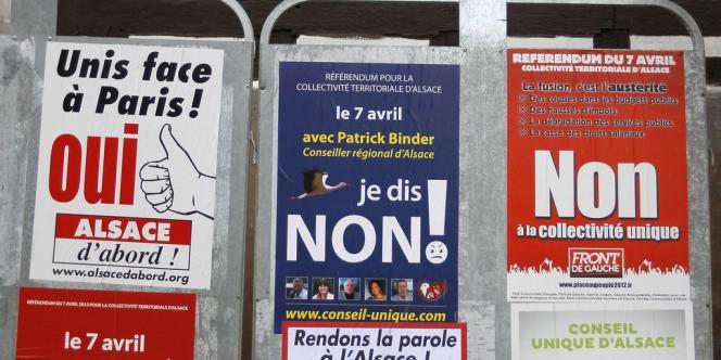 Des affiches électorales pour le référendum du 7 avril en Alsace.