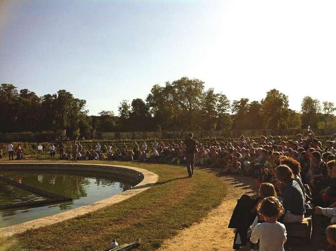 Improvisation de Daniel Linehan et Erwan Keravec lors de l'édition automne 2012 du Plastique Danse Flore au Potager du roi, à Versailles.