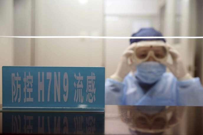 Les autorités sanitaires ne disposent pour l'instant d'aucune preuve tendant à prouver que le virus H7N9 peut se transmettre d'homme à homme.