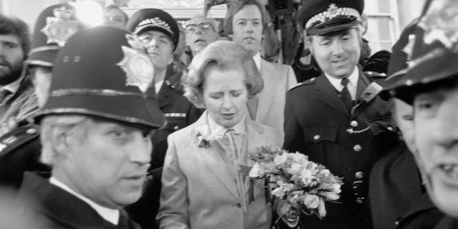 Margaret Thatcher, suivie par son mari Deniset par son fils Mark.