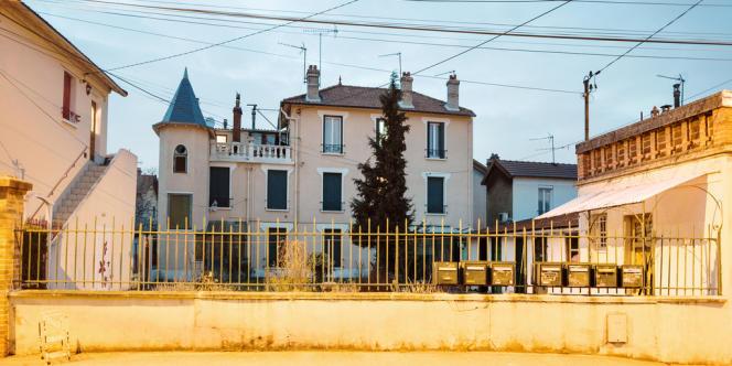 Les nombreuses boîtes aux lettres sont caractéristiques des pavillons à la découpe. Ici, à Sevran (Seine-Saint-Denis).