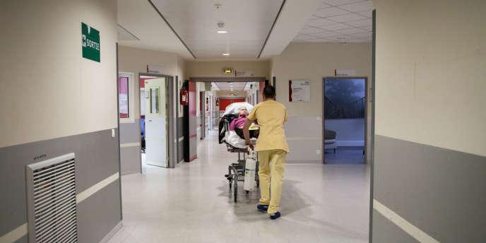 Aux urgences de l'hôpital Bichat, à Paris.