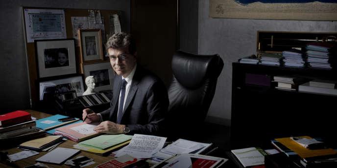 Arnaud Montebourg, ministre du redressement productif, dans son bureau, le 8 avril.