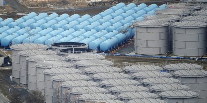 Des citernes ont été installées par Tepco sur le site de Fukushima  pour stocker l'eau contaminée suite à la catastrophe nucléaire.