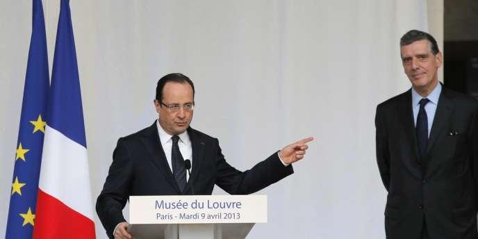 François Hollande et Henri Loyrette lors de la cérémonie au musée du Louvre, le 9 avril 2013.