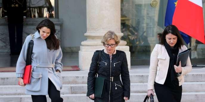 A droite, Sylvia Pinel, ministre chargée de l'artisanat, à la sortie du conseil des ministres du 3 avril.