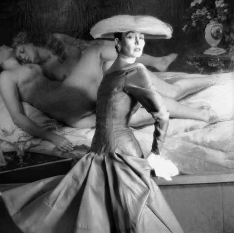 Robe de Jacques Heim, 1955. Mannequin : Dorian Leigh. Photographie de Henry Clarke. Galliera, musée de la Mode de la Ville de Paris.