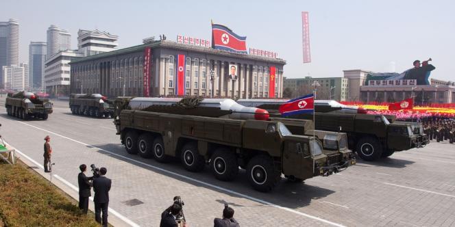 Parade de missiles Musudan à Pyongyang, le 15 avril 2012.