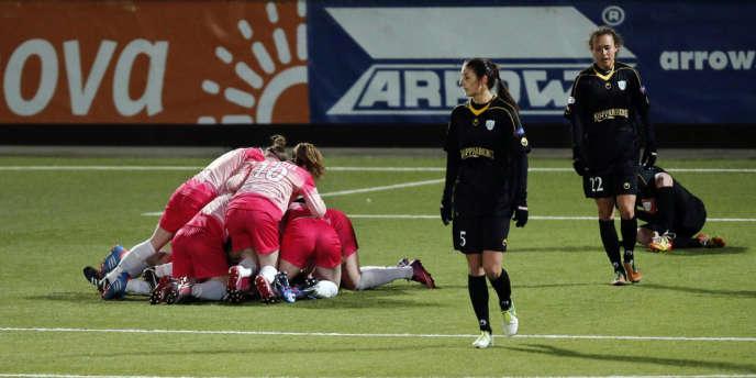 Les joueuses de Juvisy exultent. Elles ont éliminé les Suédoises de Göteborg pour atteindre les demi-finales de la Ligue des champions féminine.