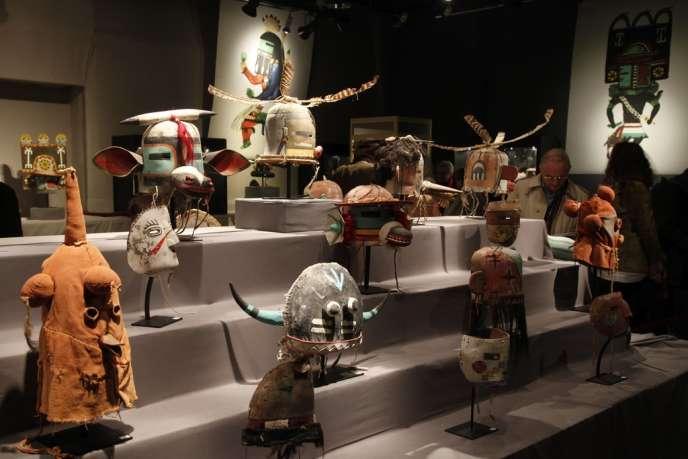 Les masques hopis exposés à l'Hôtel Drouot à Paris avant la vente, le 11 avril 2013.