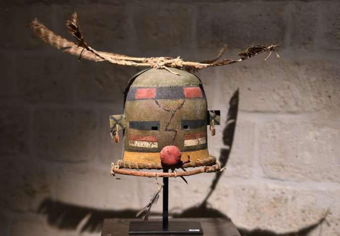 La Fondation Joe-Dassin a acquis l'un des premiers masques à la vente, une