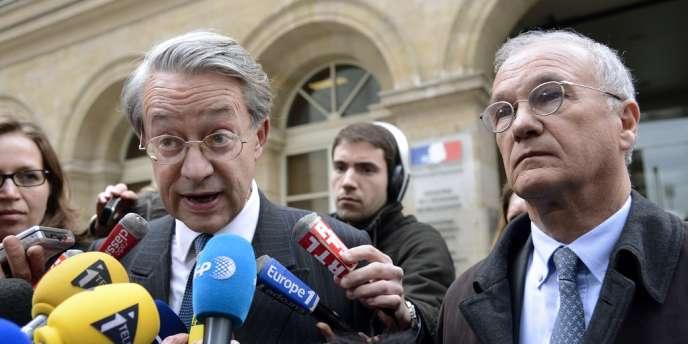 Philippe Marini (à g.) et Gilles Carez après leur visite à Bercy le 11 avril 2012 à Paris.