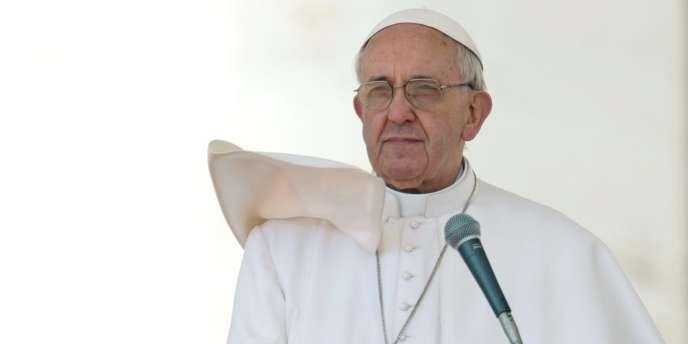 Dans cette annonce spectaculaire, le pape se lance dans la réforme de l'Eglise, alors que jusqu'à présent il était resté discret sur ces sujets.