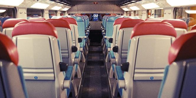 Placement réservé, poids des bagages autorisé identique à celui des longs courriers, en-cas offert  à bord : la  compagnie à  bas prix d'Air France limite  les concessions au