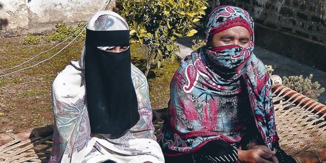 Le courage de Badam Zari et Nusrat Begum  a été salué par la presse pakistanaise... qui  continue pourtant de  les présenter en tant que simples