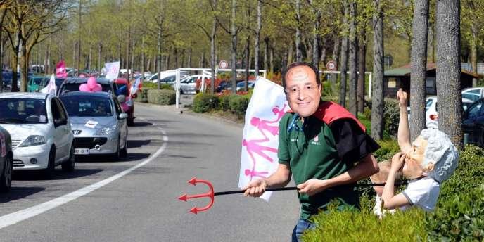Manifestation, en voiture, des opposants au mariage pour tous à Toulouse, samedi.