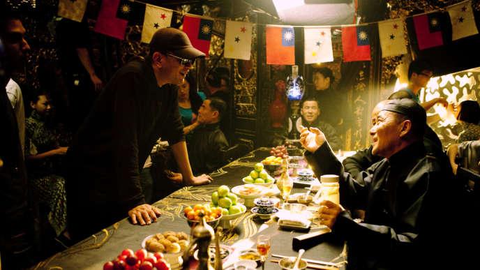 Le réalisateur Wong Kar-wai (à gauche) sur le tournage de
