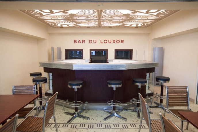 Au bar du Louxor.