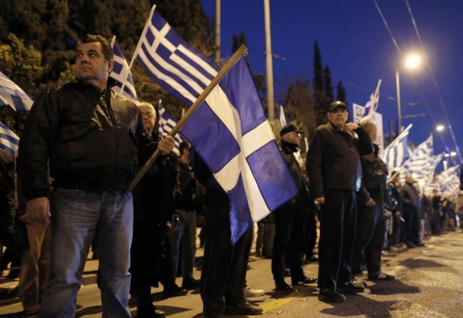 Des partisans du parti néonazi grec Aube dorée, à Athènes, le 22 mars..