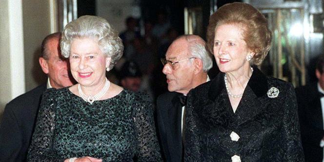 La reine Elizabeth II, qui entretenait des relations compliquées avec Margaret Thatcher, a tenu à être présente.