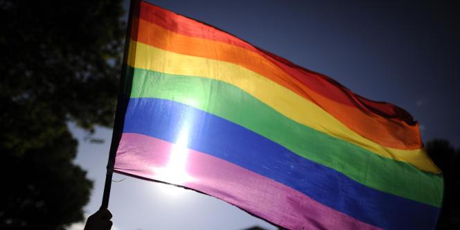 « C'est lamentable et nous allons prendre une série de mesures pour identifier les responsables », a déclaré une porte-parole du Métro de Madrid, précisant que le directeur général du métro rencontrerait lundi les associations de défense des homosexuels pour « présenter personnellement des excuses ».