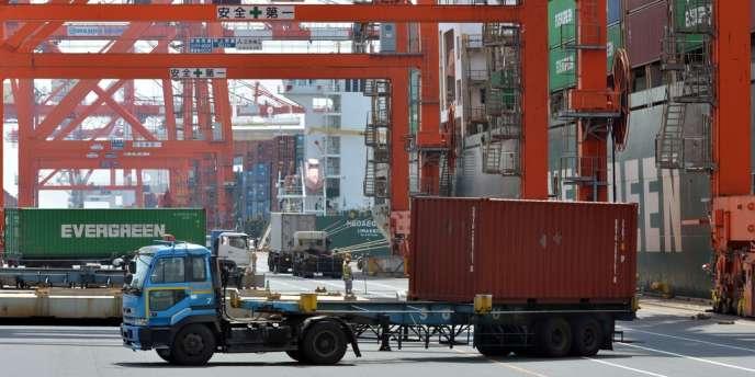 Le déficit commercial du Japon a quadruplé en mars sur un an, à 362,4 milliards de yens, à cause notamment d'un renchérissement de la facture énergétique.