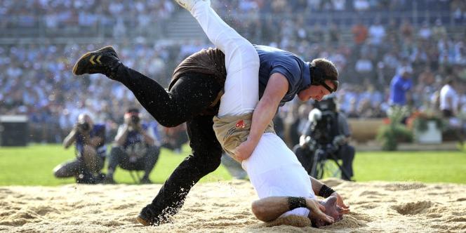 La lutte à la culotte est très populaire en Suisse.
