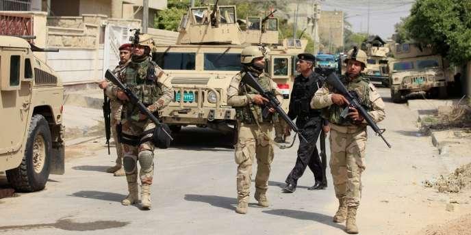 Patrouille de l'armée irakienne dans un quartier de Bagdad, le 18 avril.