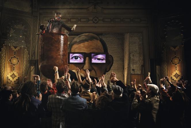Dans un Paris fantasmatique, le philosophe Jean-Sol Partre (Philippe Torreton), acclamé par la foule, donne une conférence dans sa pipe.