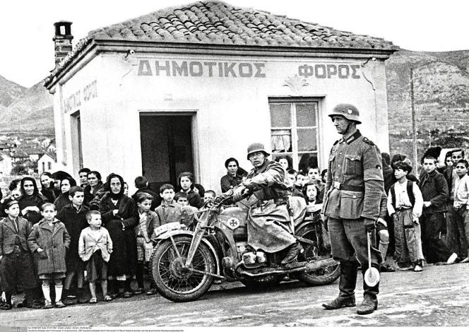 La Grèce a  été occupée  par les nazis  dès 1941 (ici, dans  la région de  Salonique).