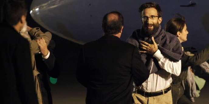 Tanguy Moulin-Fournier accueilli par François Hollande le 20 avril à l'aéroport d'Orly.