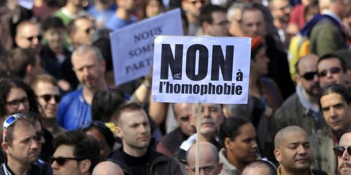 Rassemblement contre l'homophobie et l'égalité des droits, place de la Bastille, à Paris, dimanche 21 avril 2013.