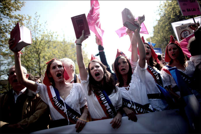 La tête du cortège de la manifestation contre le mariage homosexuel, le 21 avril à Paris.