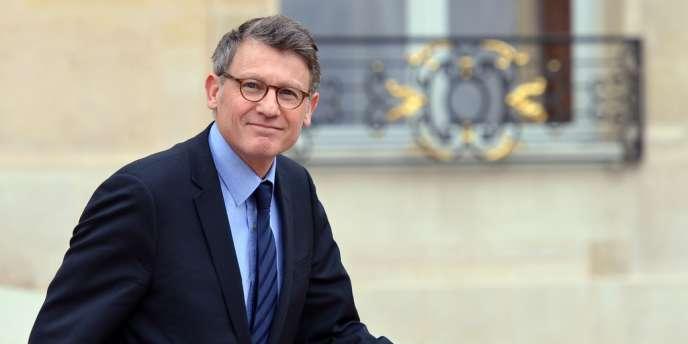 Le ministre de l'éducation Vincent Peillon quitte l'Elysée, le 10 avril.