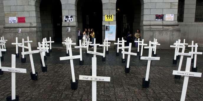 Hommage aux victimes du massacre de Carandiru, le 8 avril.