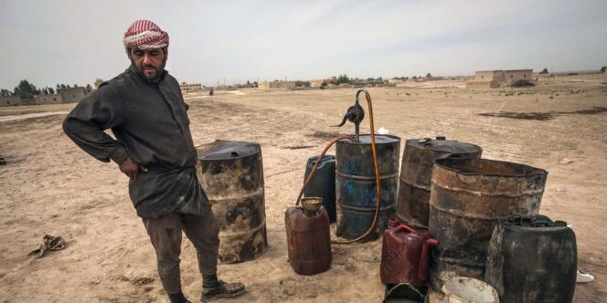 Depuis le début de la révolte en mars 2011, la production pétrolière syrienne a été pratiquement divisée par trois, tombant à 130 000 barils par jour en mars, soit à peine plus de 0,1 % du total mondial, selon les dernières évaluations de l'Agence internationale de l'énergie (AIE).