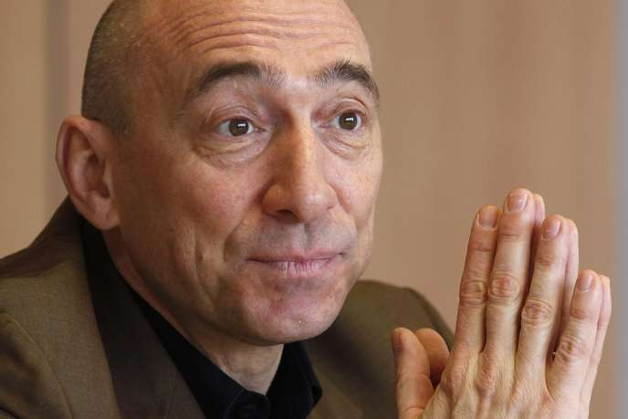 Denis Hennequin avait été nommé directeur général du groupe hôtelier en décembre 2010, en remplacement de Gilles Pélisson. Il était devenu PDG de l'entreprise en janvier 2011.