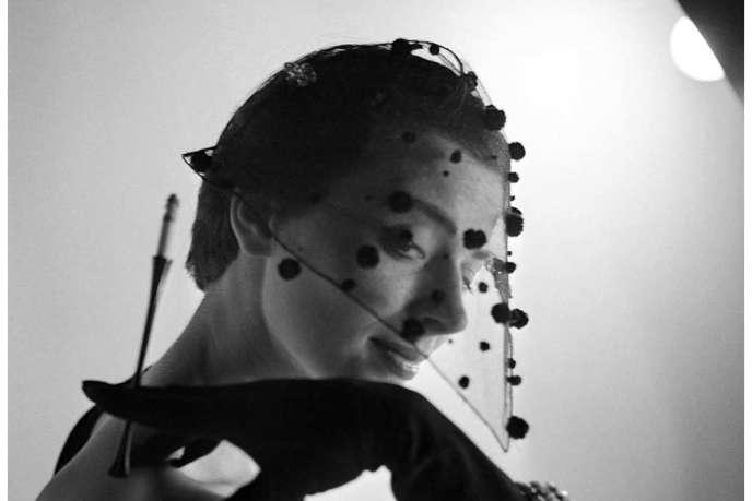 Elsa Schiaparelli. Chapeau. La visière-voilette du soir, collection automne-hiver 1950.