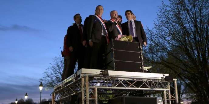 Les députés UMP Hervé Mariton et Chrisitan Jacob, président du groupe à l'Assemblée nationale, lors d'une manifestation contre le mariage pour tous, le 17 avril.