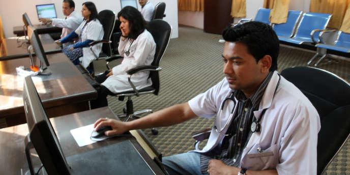 Dans un centre médical de Katmandou, au Népal.