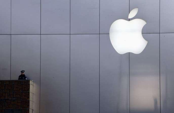 Apple Operations International (AOI), où est rapatriée une partie des bénéfices étrangers, a encaissé 30 milliards de dollars (22,70 milliards d'euros) de bénéfices entre 2009 et 2012, mais n'a payé d'impôt nulle part ces cinq dernières années