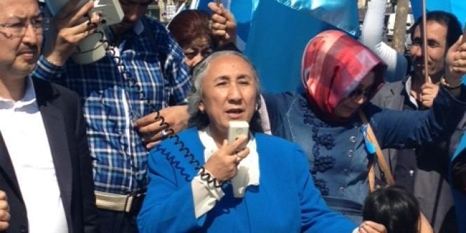 Rebiya Kadeer mercredi 24 avril à Paris lors d'une manifestation pour dénoncer la