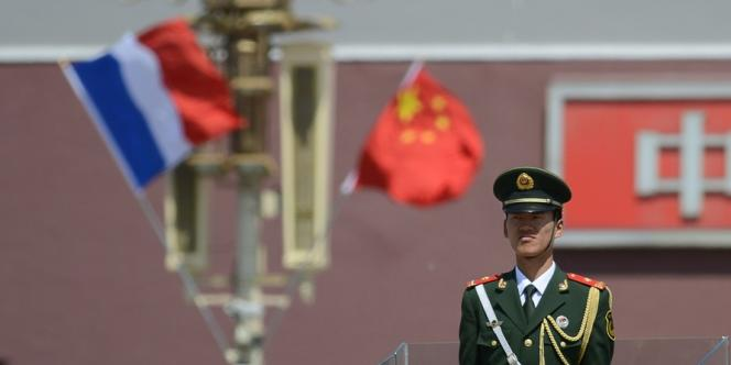 François Hollande est arrivé à Pékin jeudi 25 avril. Chercheurs et responsables d'ONG estiment qu'il faut tisser plus de liens avec la société civile chinoise, à l'instar des fondations allemandes.
