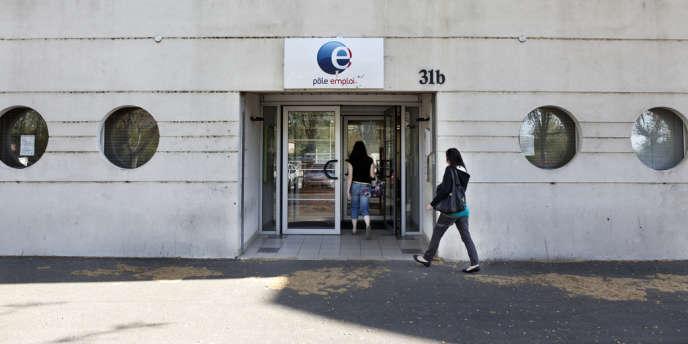 Une agence de Pôle emploi à Béziers (Hérault), le 24 avril.