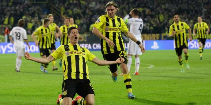 Robert Lewandowski et ses coéquipiers fêtent leur victoire contre Madrid, le 24 avril à Dortmund.