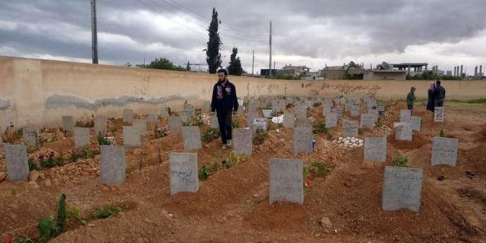 Un cimetière dans la ville de Homs, le 20 avril.